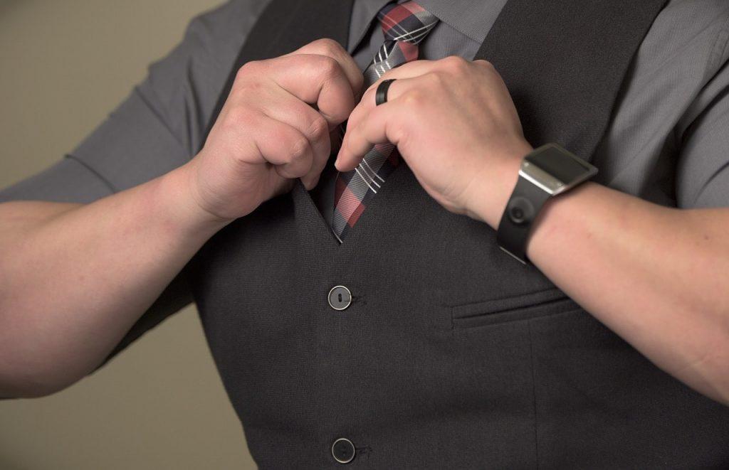 porter cravate au travail