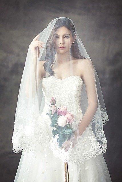 Quelle robe pour une femme avec des formes ?