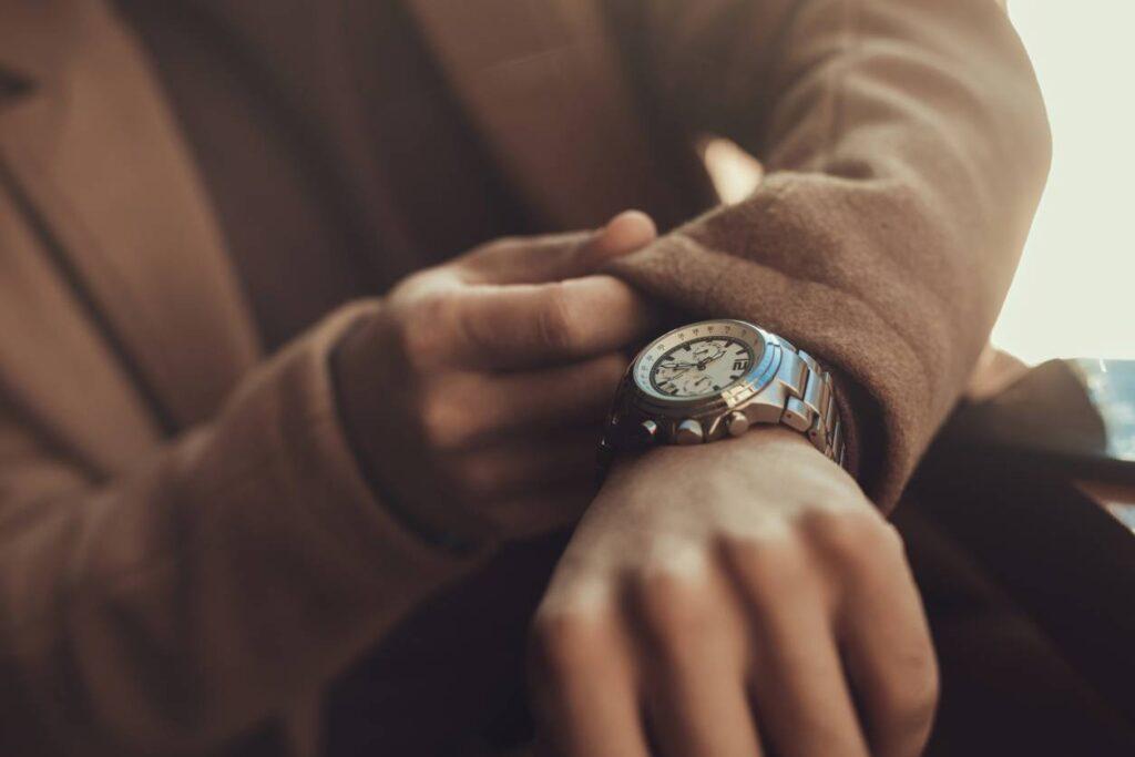 Une montre plate pour une touche d'élégance