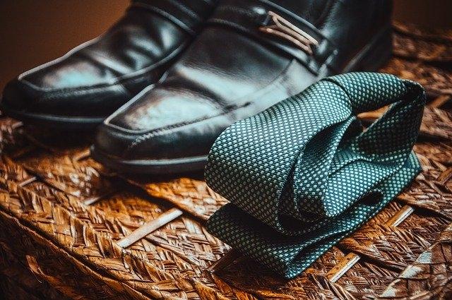 Comment faire un nœud de cravate Ascot ?