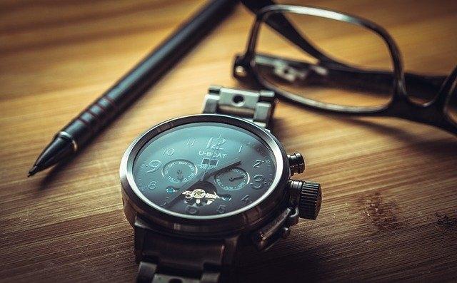 Comment reconnaître la marque d'une montre ?