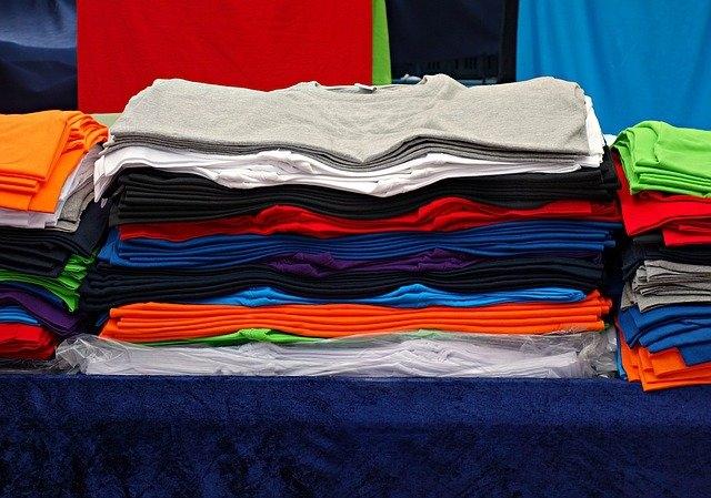 Comment transformer un tee shirt trop grand ?