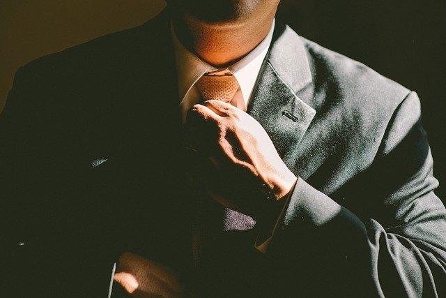 Pourquoi cravate noire ?