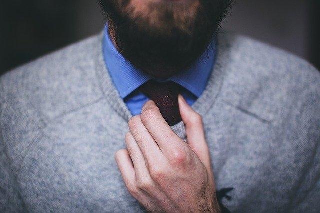 Pourquoi un homme porte une cravate ?