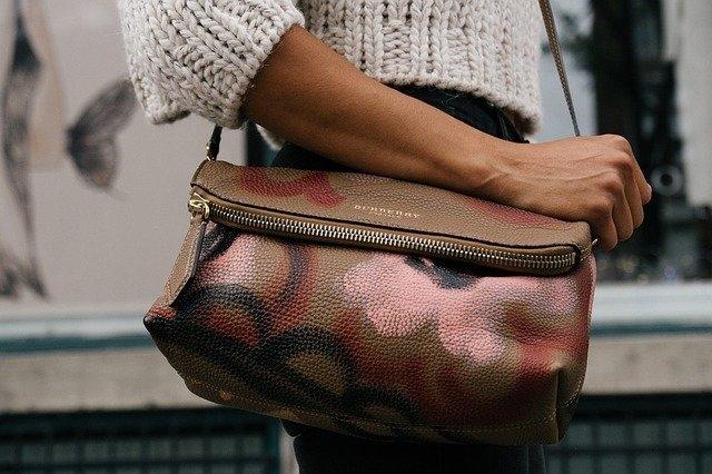 Quelle couleur de sac à main va avec tout ?