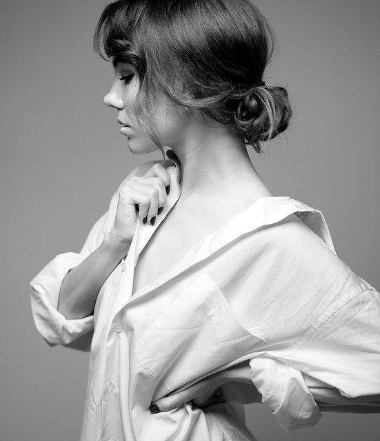 Quelle est la différence entre un chemisier et une blouse ?