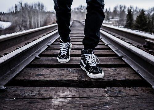 Quelle marque de chaussures pour les pieds larges ?