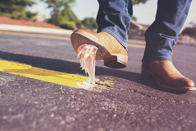 Quelles chaussures mettre quand on a les pieds larges ?