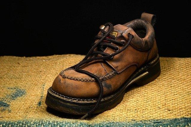 Qui a créé les chaussures ?