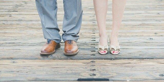 Qui a inventé les chaussures droite et gauche ?