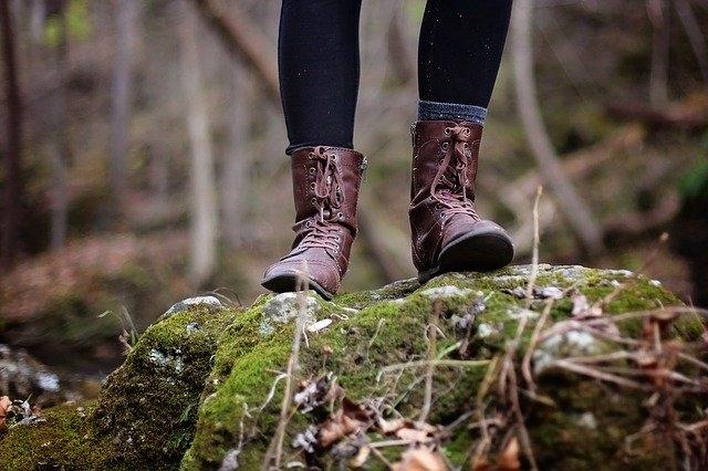 Qui a inventé les sandales ?