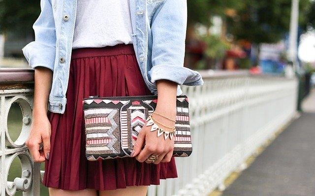 Qui peut porter une jupe plissée ?